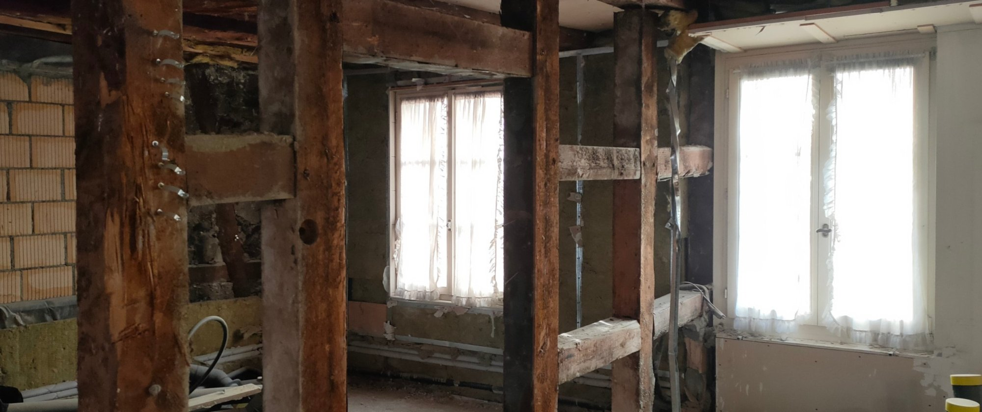 alte Holzwände im Obergeschoss