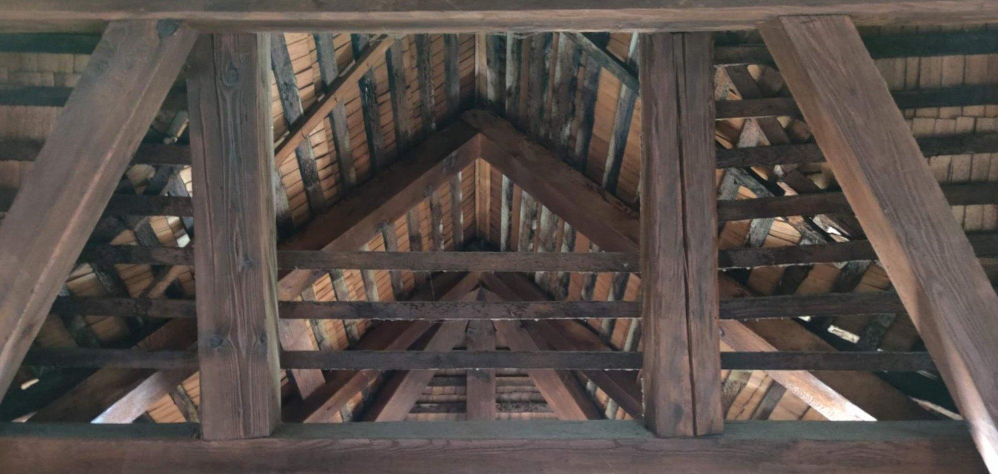 der bestehende Dachstuhl des Gebäudes soll erhalten bleiben