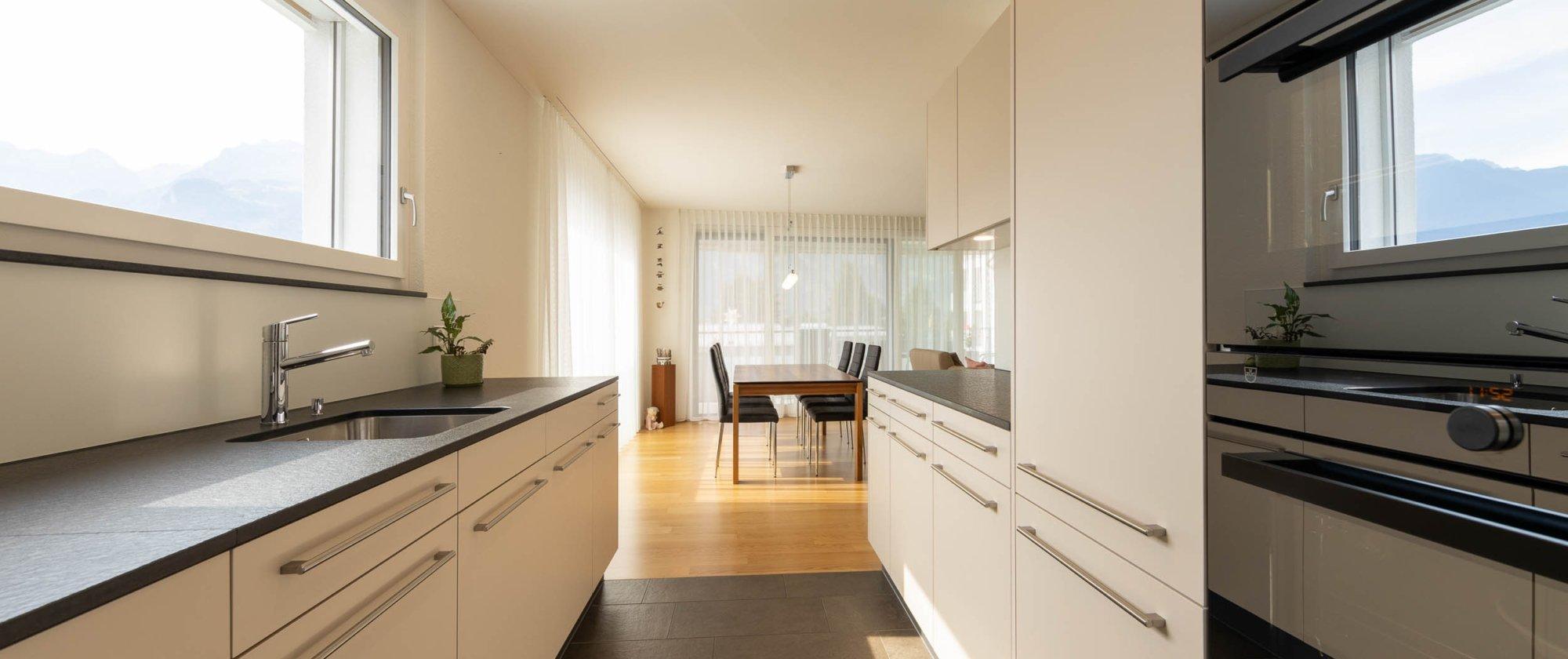 elegante Küche mit modernsten Geräten