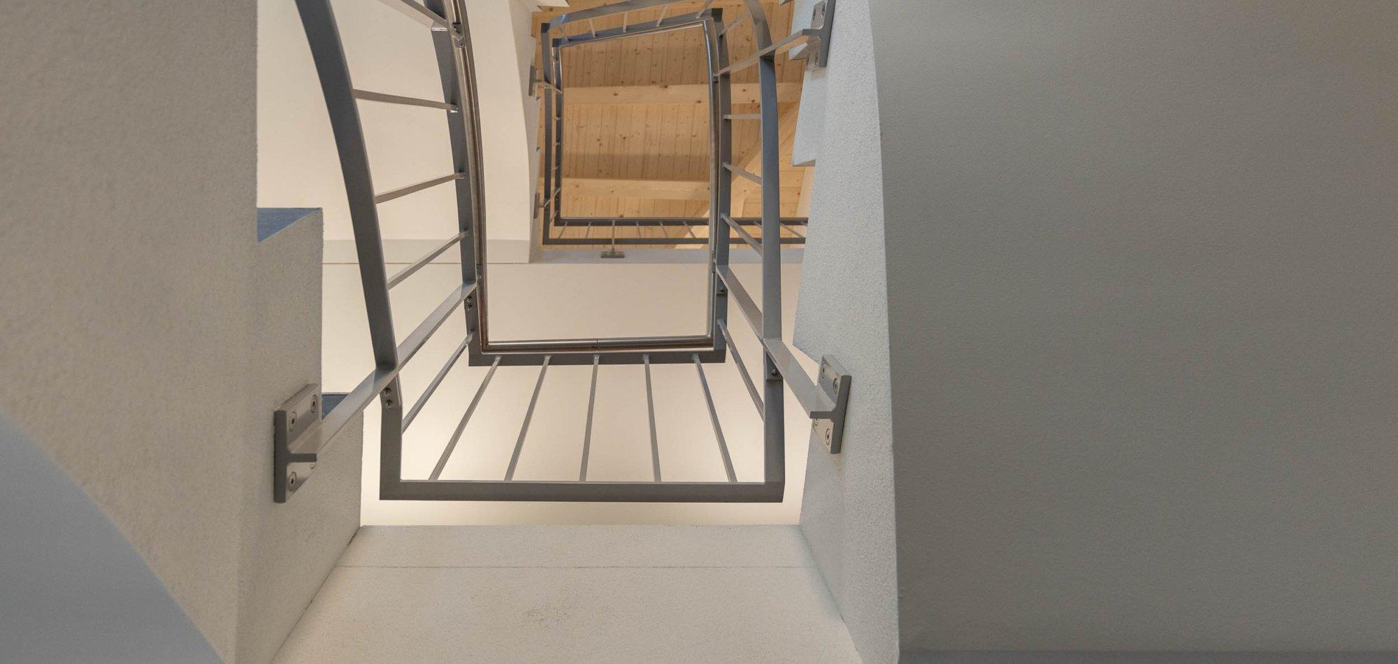 Treppenhaus bis unter den Dachstuhl