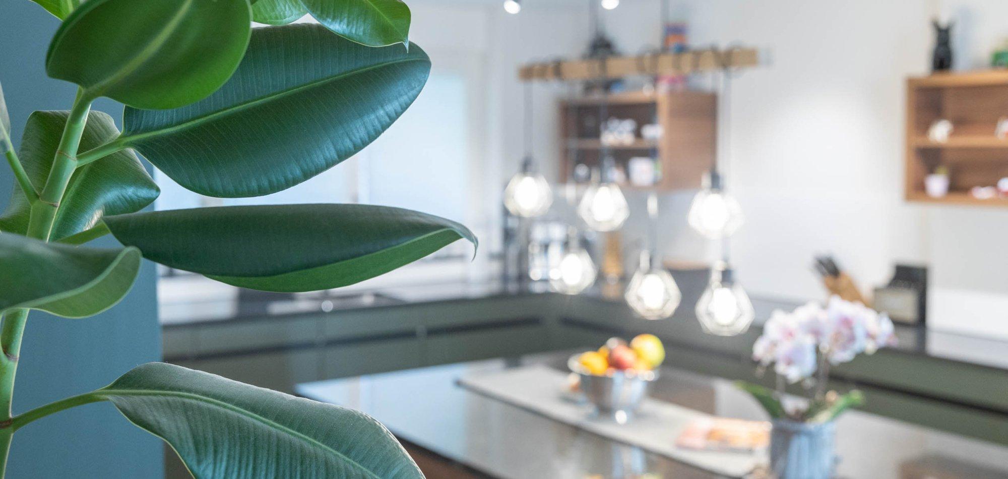 elegante Wohnküche mit grosszügiger Kochinsel