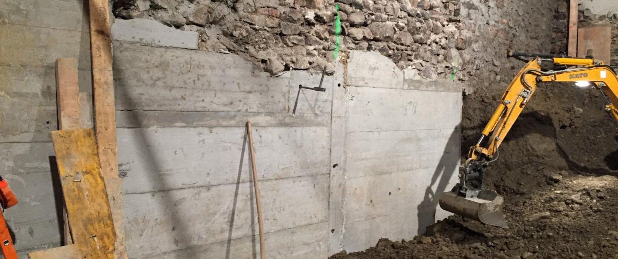 Unterfangung des bestehenden Mauerwerks für die neuen Kellerräume