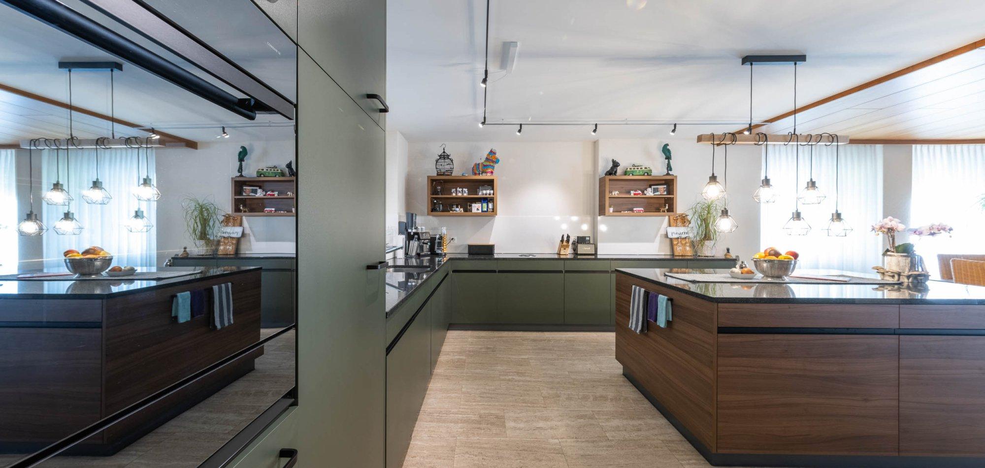 elegante Küche mit grosszügiger Insel