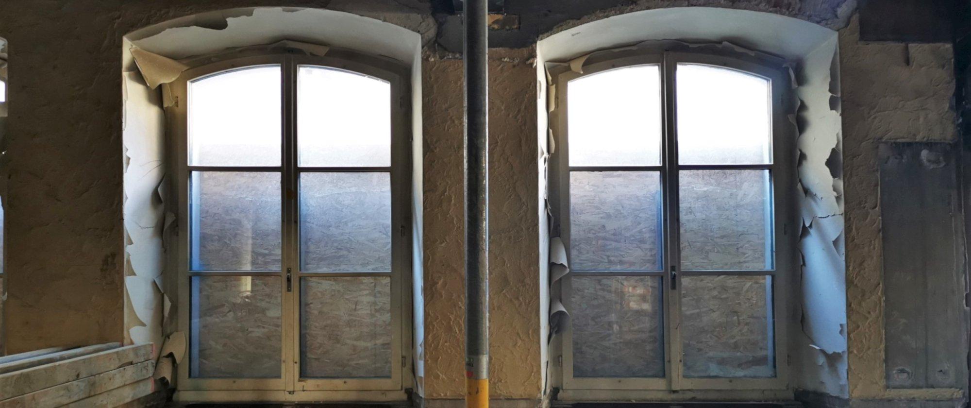 die Fenster des Restaurants während des Umbaus
